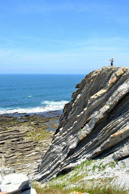 Notre semaine en famille au Pays Basque : la corniche à Hendaye et ses falaises et points de vues majestueux.