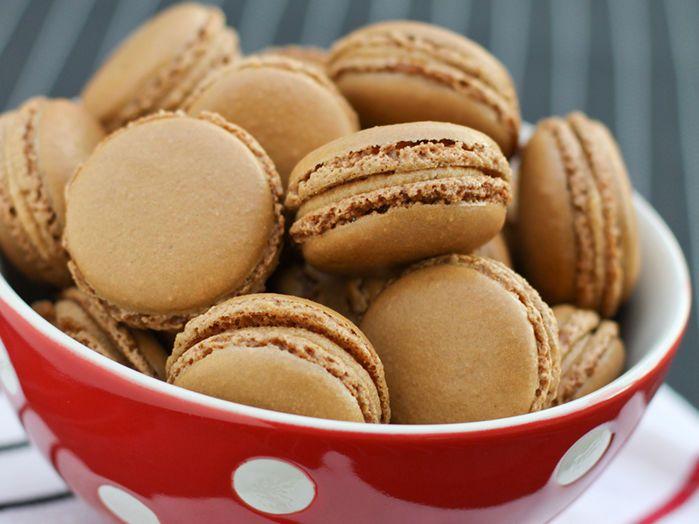 Découvrez la recette Macaron caramel au beurre salé sur cuisineactuelle.fr.