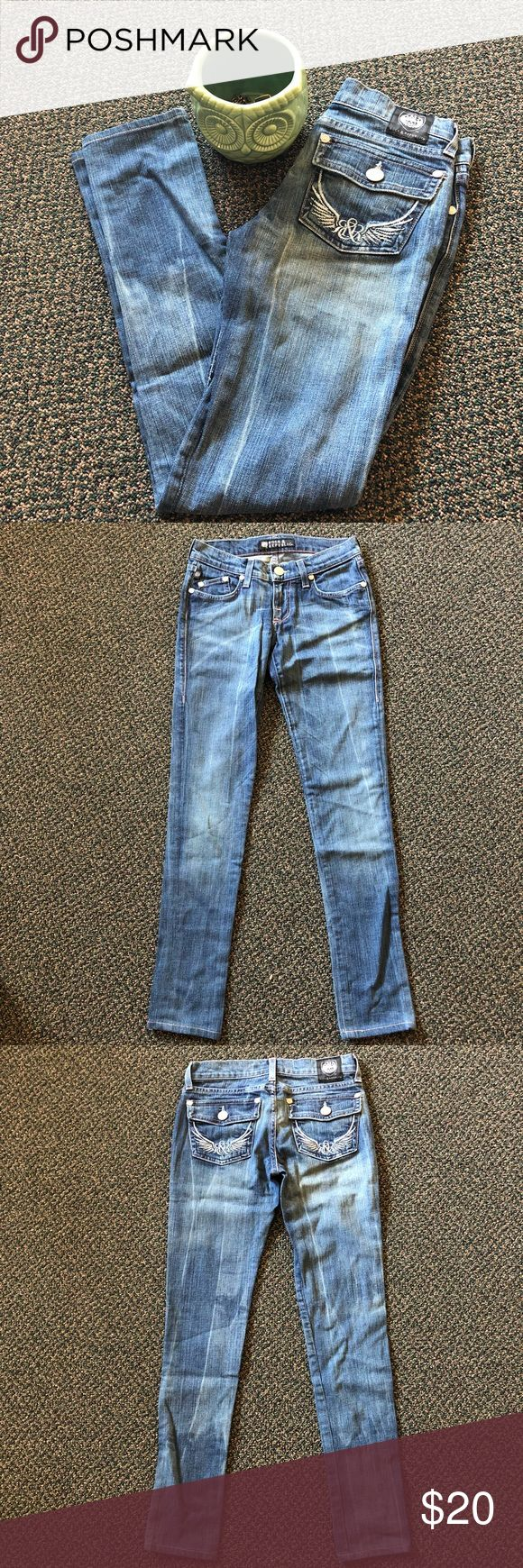 Rock & Republic Jeans Really nice skinny jeans in excellent condition by Rock and Republic. Size: 24 x 30 inches. Materials: 98% cotton, 2% spandex. Rock & Republic Jeans Skinny