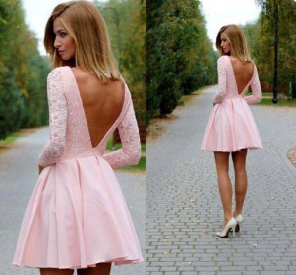 Robe rose pâle dos décolleté dentelle