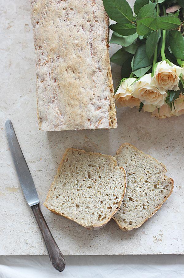 Chleb z selerem i jabłkiem na zakwasie