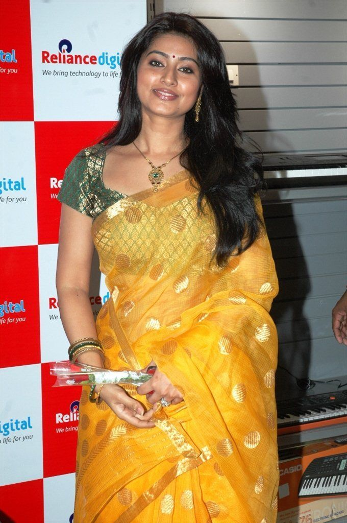 #Yellow #Saree..gorgeous colour ..and she carries it so well