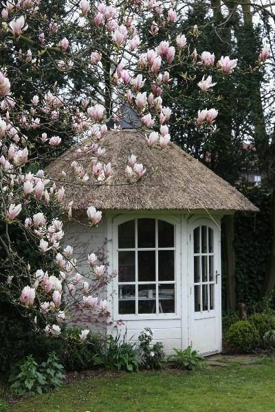 A perrrrrfect building design for the fab French country garden!!!!!!