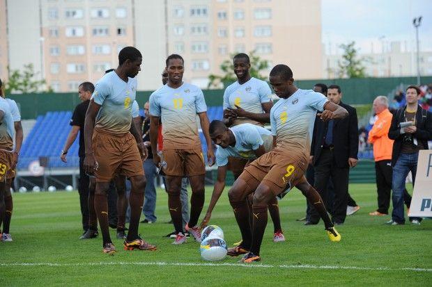 """História dos uniformes: Puma leva """"sujeira étnica"""" para seleções africanas"""