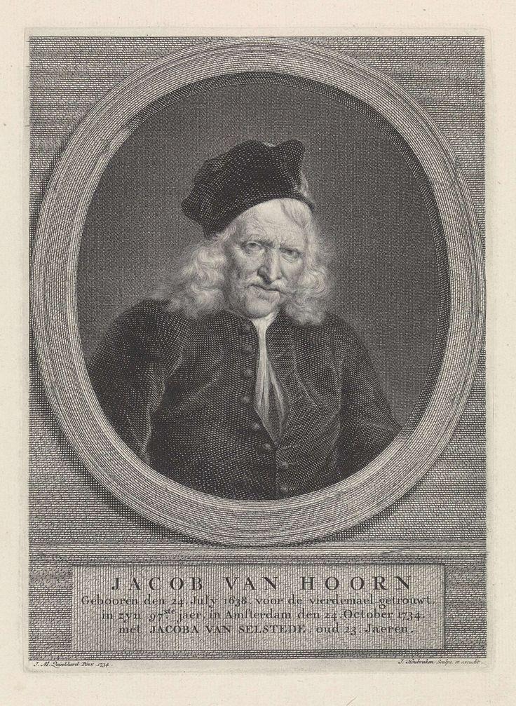 Jacob Houbraken | Portret van Jacob Hoorn, Jacob Houbraken, 1734 - 1736 | Portret van Jacob Hoorn in een ovale architectonische omlijsting. Onder het portret een plint waarop zijn naam en gegevens in vier regels in het Nederlands.