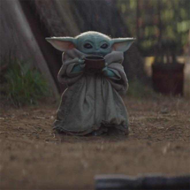 Let S Talk About Baby Yoda Sipping Soup On The Mandalorian E Online Yoda Wallpaper Star Wars Characters Yoda Star Wars Baby