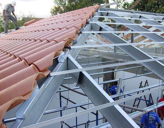 o telhado com estrutura de aço tem vantagens em relação a estrutura de madeira