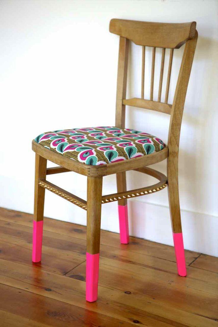 chaise bois customisée peinture rose fluo
