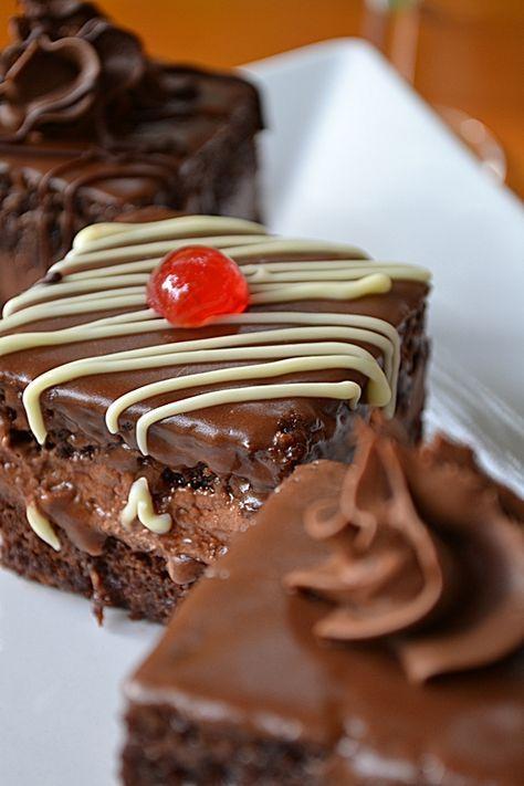 Amandine cu fondant si crema de ciocolata