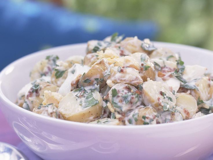 A classic bbq side dish, this creamy potato salad is also an excellent option for picnics and buffet lunches. #potato #salad #recipes