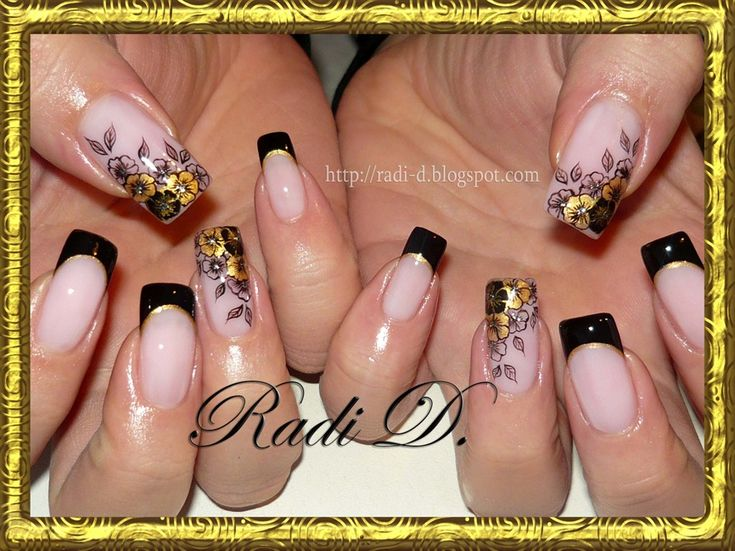 Beauty in black and gold - Nail Art Gallery