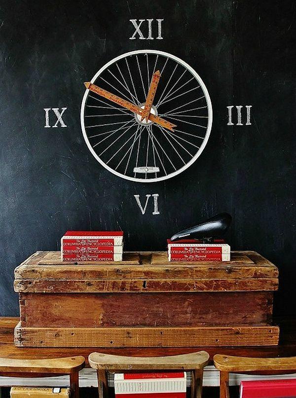 Clock made from repurposed bike wheel ... so gorgeous.
