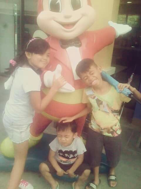 3 kids with jollibee