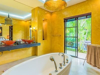 Spacious, colourful bathroom with double sinks. You can even open up the bathroom doors for fresh breeze. Located in beautiful Pran Buri in Thailand