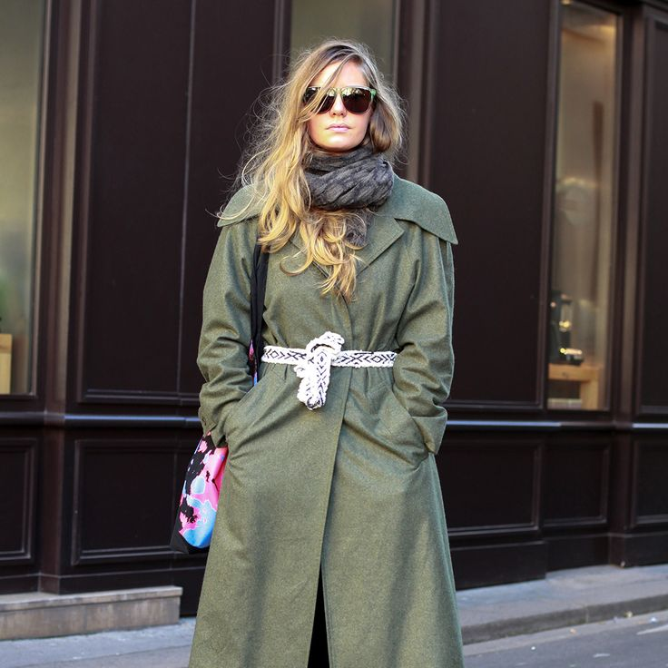 パリ直送の街角スナップをお届け。ファーコートやオーバーサイズジャケットはじめ、パリシックなアウター使いを真似しよう!