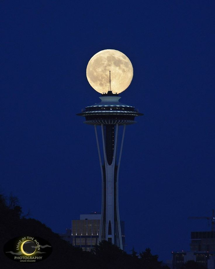 Luna şi Acul Spaţial 3 - Seattle, statul Washington, SUA