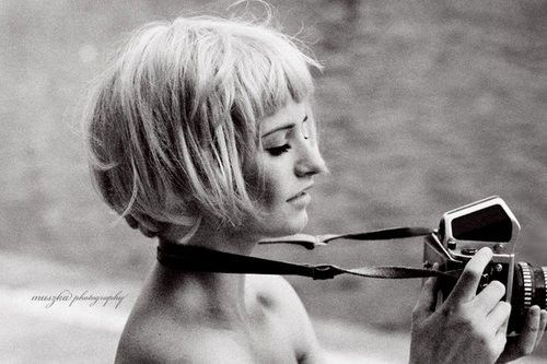 I just love this photograph :) Messy blunt and blonde bob with short bangs