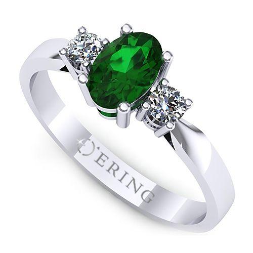 Inel de logodna realizat din aur alb, cu smarald si doua diamante. Pret redus!