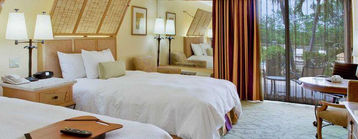 Unsere Zimmer mit zwei Queen-Size-Betten sind so ausgelegt, dass sie problemlos bis zu vier Personen aufnehmen können. Umgeben Sie sich mit Komfort! Alle unsere Zimmer sind mit unserem exklusiven Clean and Fresh Hampton Bed® mit Federkissen.
