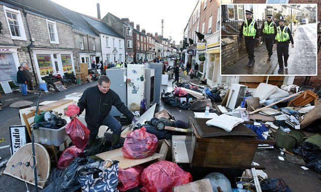 Looters target flood victims' homes #DailyMail