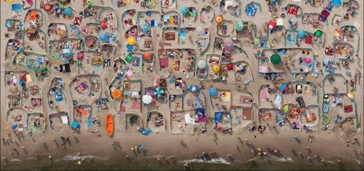 Вот как решили проблему уединения посетители балтийских пляжей - http://pixel.in.ua/archives/27883