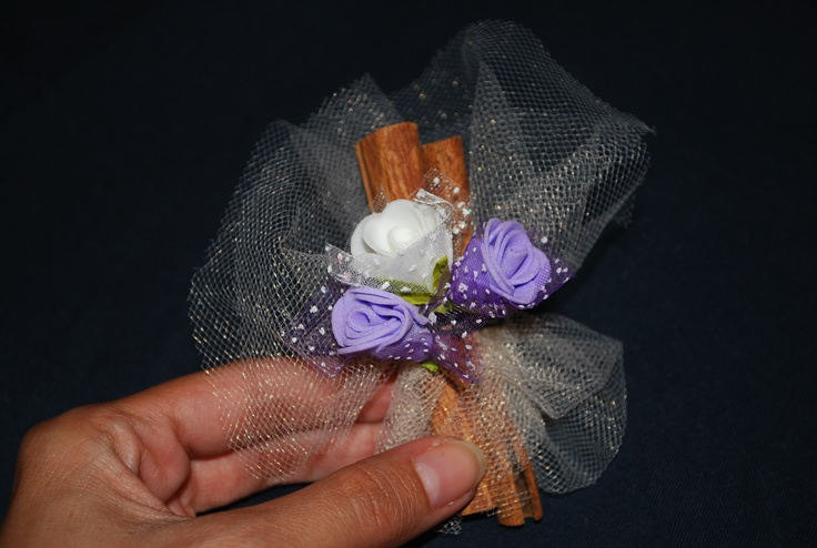 handmade wedding favor with cinnamon sticks