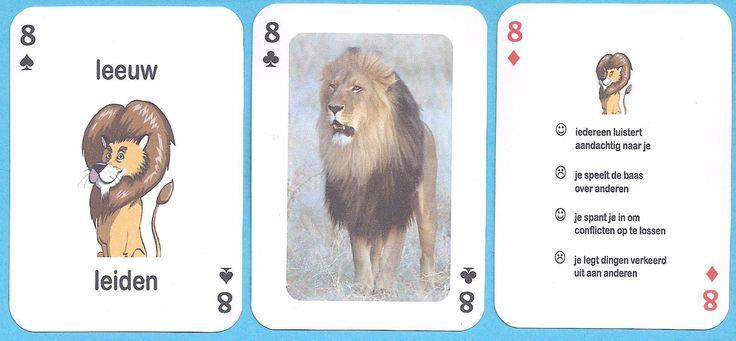 De leeuw van de axenroos. Leonardo de leeuw leidt. | Axenroos dieren voor sociale vaardigheden: leeuw, kameel, bever, poes, pauw, wasbeer, havik, steenbok, uil en schildpad. Dierenstad met tien axen van Ferdinand Cuvelier in de klas op school.