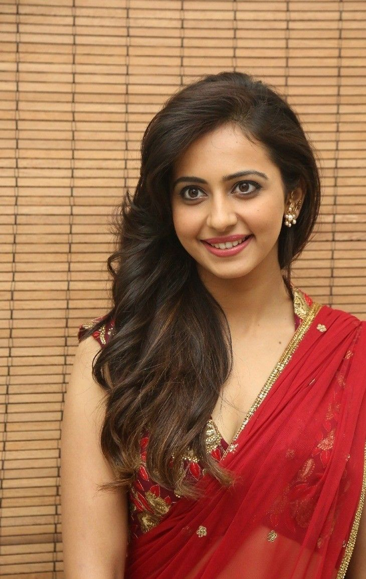 Rakul Preeth Singh Photos at Tiger Audio,Rakul in saree photos,she appeared as a guest for the release event,Rakul Preeth Singh skin show images
