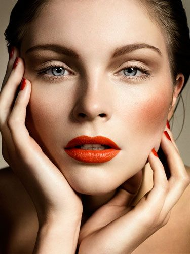 orange/red lips, cheeks and nails + soft eye makeup