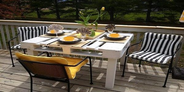 Astonishing Garden Terrace Ideas Design with Pallet Table