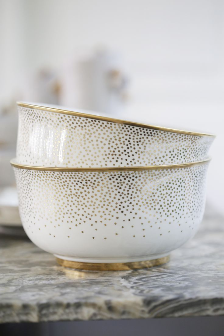 KELLY WEARSTLER | TROUSDALE MEDIUM BOWL. Porcelain bowl with 22k gold detailing