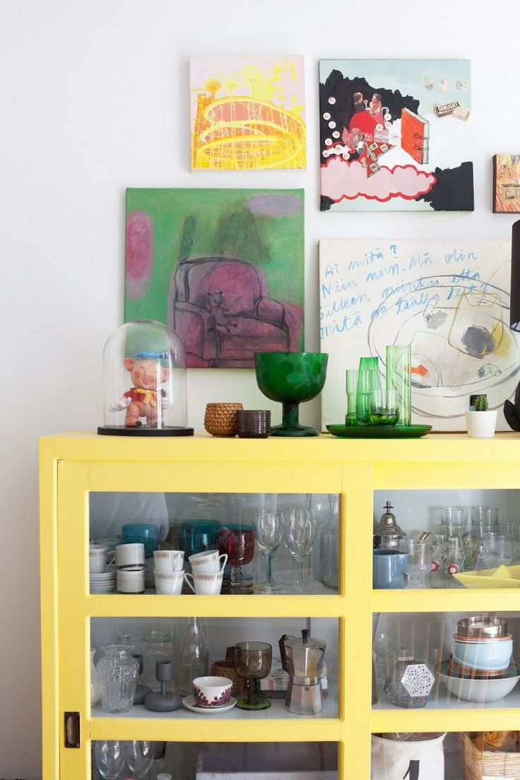 Talo kahdelle -bloggaaja maalasi vitriinin sävyllä greippi.
