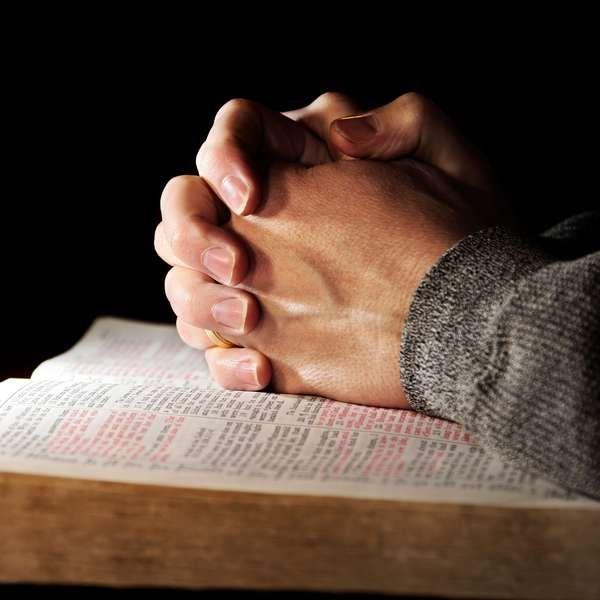 Faça oração para acabar com pragas e maldições