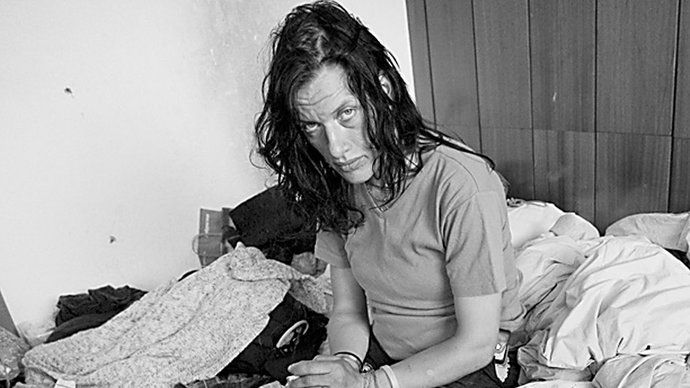 Dlouhých čtrnáct let mapovala režisérka Helena Třeštíková (68) osud Katky (40) závislé na drogách. Začala v roce 1996, když Katce bylo 19 let a se svým časosběrným dokumentem sklidila v roce 2010 nevídaný úspěch. Happy endu se bohužel ani režisérka, ani diváci nedočkali. Jak Katka nakonec dopadla?