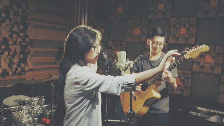 "Ivan Gojaya & I got captured in the making of soundtrack for the motion picture ""Selamat Pagi, Malam"". The movie was released on May 2014 throughout Indonesia.  Visit the studio & get your music done: https://www.facebook.com/Roemahiponk Here's the latest project done: Shake It Off - Taylor Swift (Ivan Gojaya, Agustin Oendari, & Cindy Thefannie) Cover http://youtu.be/9551sfdsM58 #Music #RoemahIponk #IvanGojaya #AgustinOendari #CindyThefannie #TaylorSwift #ShakeItOff"