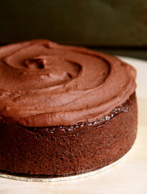 Chocolate Cake with Instant Fudge Icing | iEat | Pinterest