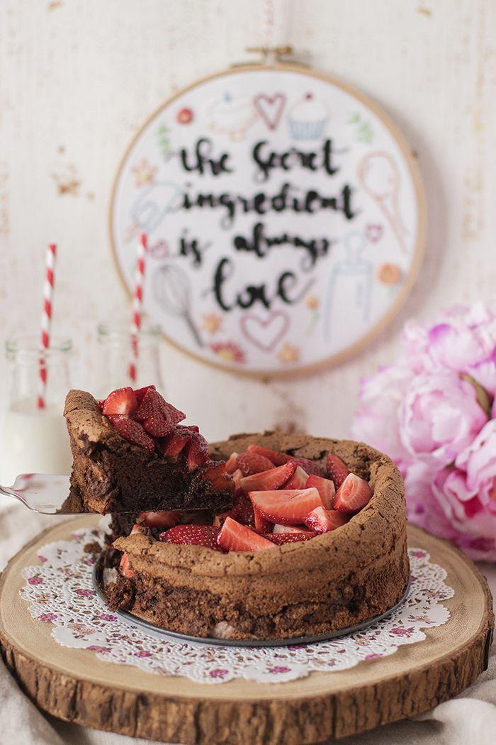 Dünyanın en leziz ve pratik şeylerinden birisi belki de! Buram buram yoğun çikolata ve ıslak kek dokusuyla aşık etti beni kendisine.. Üste...