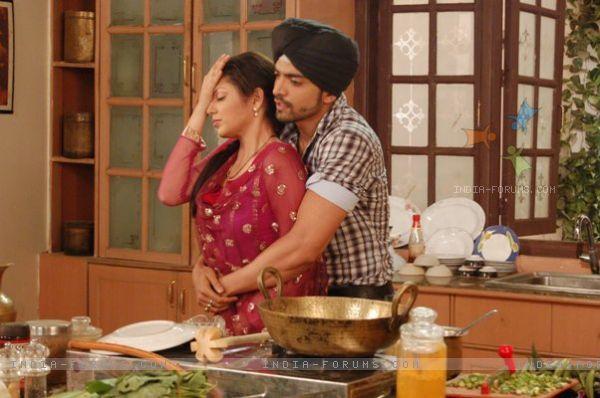 Drashti Dhami & Gurmeet Choudhary as Geet & Maan