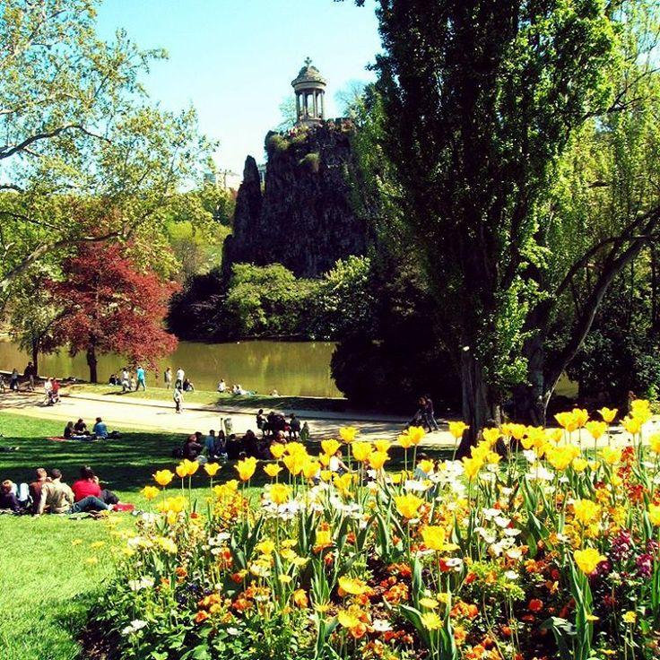 """Imágenes del mundo: Parc des Buttes Chaumont (París - Francia) Créditos: """"Parc des Buttes Chaumont"""" by Jean-Louis Vandevivère is licensed under CC BY-SA 2.0. https://en.wikipedia.org/wiki/File:070421_Parc_des_Buttes_Chaumont_002.jpg #cibervlachoimagenesdelmundo Visita mi Blog: http://cibervlacho.blogspot.com"""