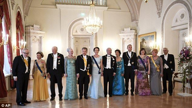 From left, former President of Finland, Martti Ahtisaari, Queen Sonja of Norway, King Hara...
