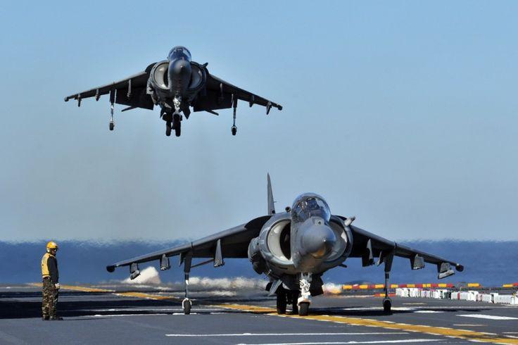 Quando retorna ao porta-aviões, o Harrier pousa como um helicóptero (US Navy)
