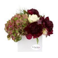aranjament floral cu trandafiri si hortensie