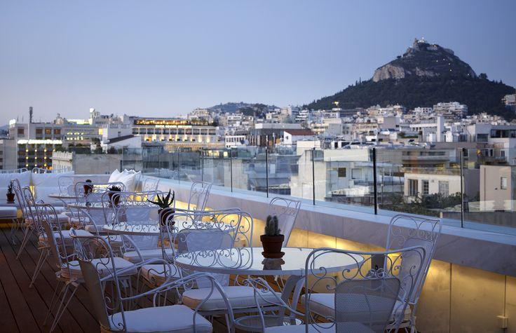 New Art Lounge (Φιλελλήνων 16, Αθήνα, τηλ. 210 3273.000)