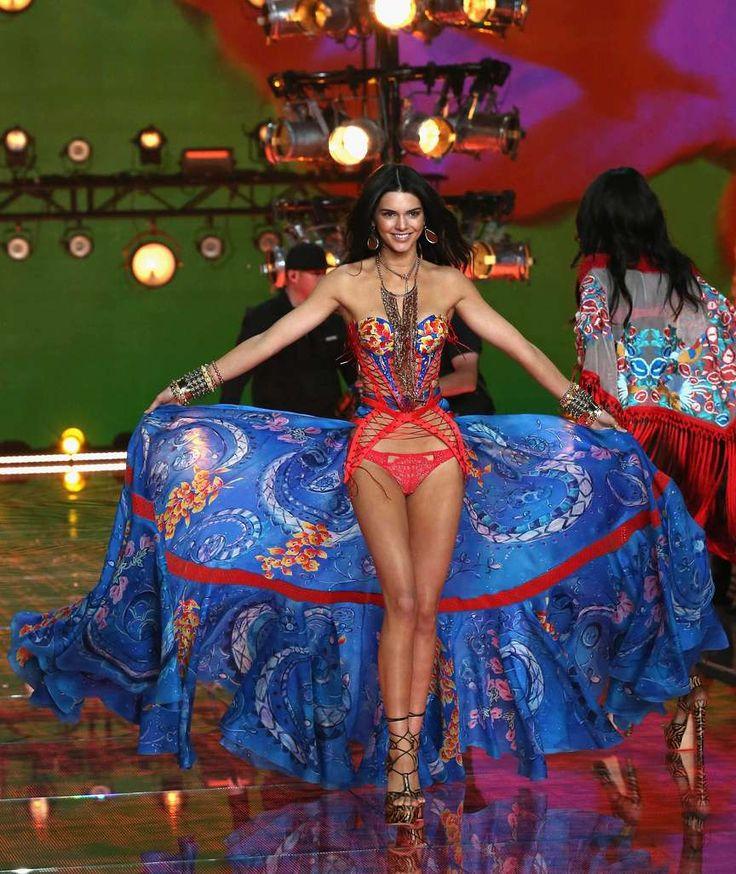 """JUBILÄUMS-SHOW DER """"VICTORIA'S SECRET""""-ENGEL Kendall Jenner fliegt allen davon"""