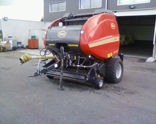 Here's a pic of a round baler from Vilcon - http://www.agriaffaires.co.uk/used/1/round-baler.html