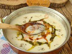Geleneksel düğün çorbasının minik köftelerle daha bir lezzetlenmiş hali... Oldukça doyurucu ve lezzetli bir çorba tarifi...