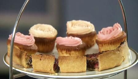 Good cupcakes - hint of almond makes all the difference