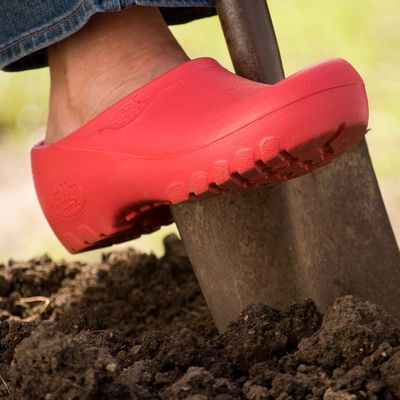111 best garden garb and gear images on pinterest for Bogs classic mid le jardin