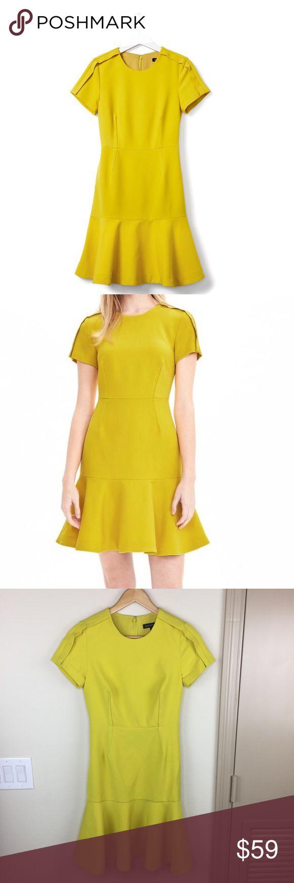 BANANA REPUBLIC Chartreuse Dress BANANA REPUBLIC Chartreuse Dress- Size 0. This dress is stunning! Banana Republic Dresses