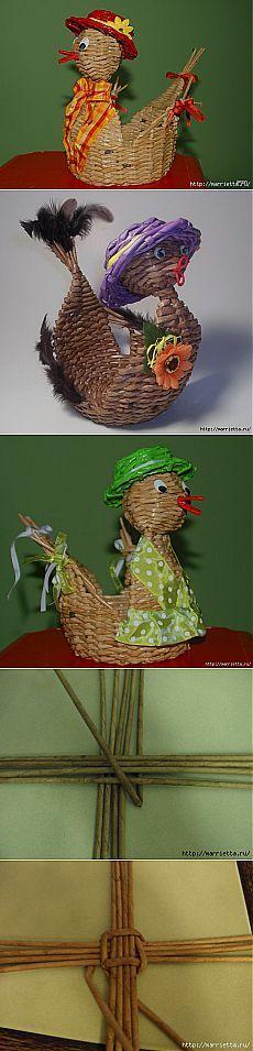 Galinha de Easter a partir de tubos de jornal.  Tecendo jornais.